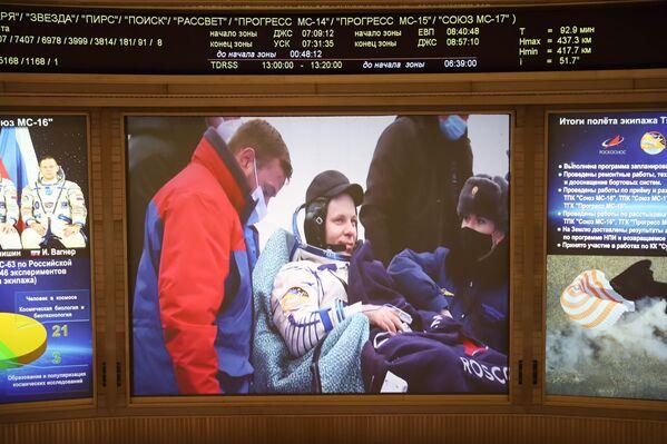 L'atterraggio sulla terra è avvenuto a bordo di una navicella Soyuz MS-15, a circa 150 chilometri a sud-est della città kazaka di Zhezkazgan, in Kazakistan. - Sputnik Italia