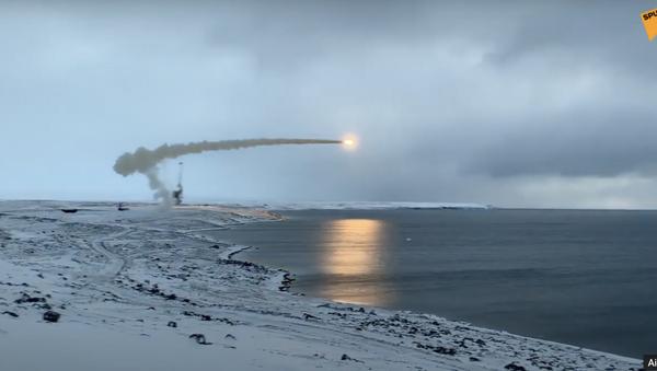 Difesa russa, lancio di un missile supersonico Onyx - Sputnik Italia