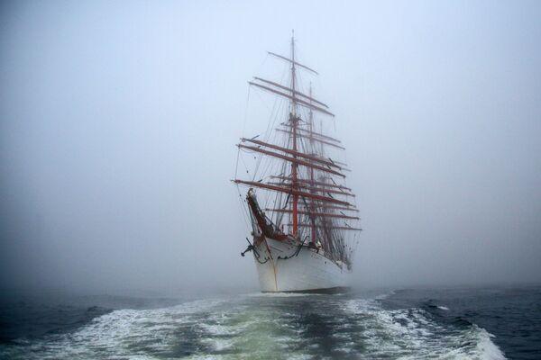 Nave a vela Sedov nelle acque della baia di Kola nella regione di Murmansk, Russia.  - Sputnik Italia