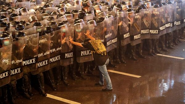 Partecipante alle proteste antigovernative a Bangkok, Thailandia - Sputnik Italia