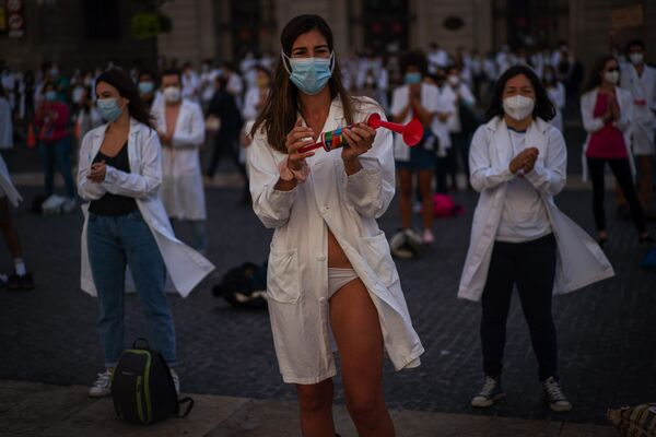 Le partecipanti della manifestazione a Barcellona, Spagna.  - Sputnik Italia