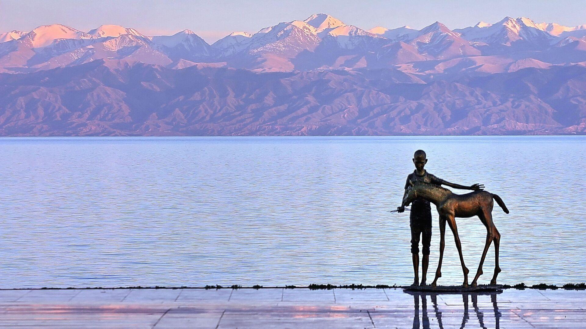 Il lago montano Issyk Kul' in Kyryzstan - Sputnik Italia, 1920, 10.06.2021