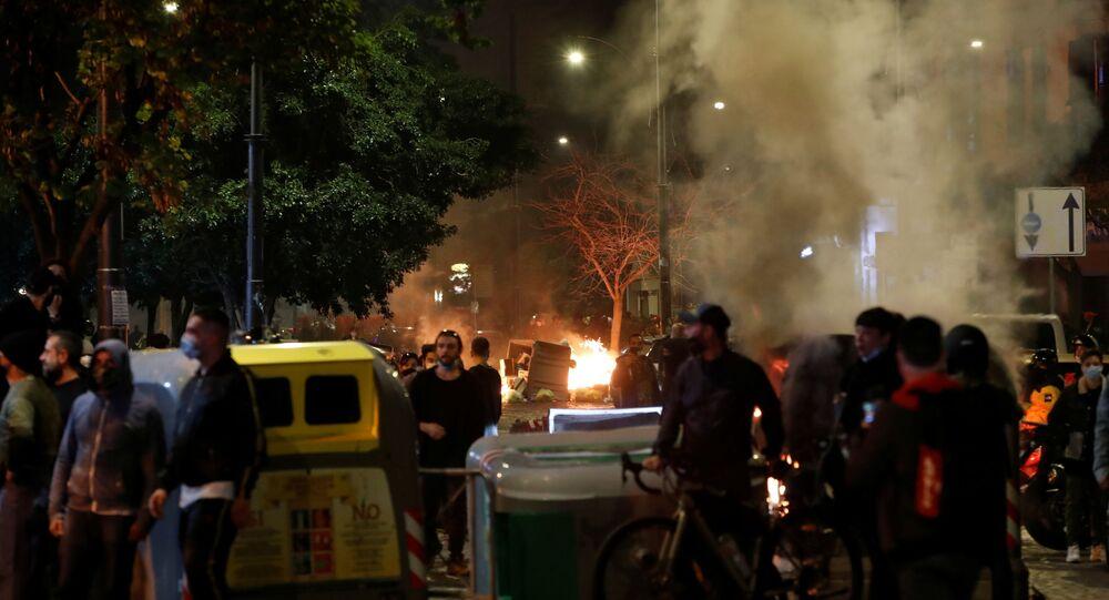 Coprifuoco, scontri a Napoli