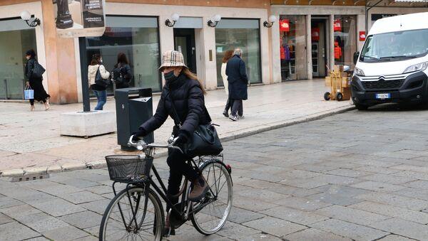 Donna in bicicletta - Sputnik Italia