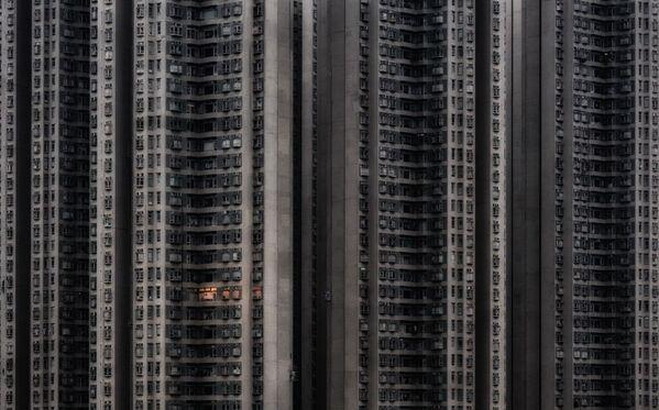 La foto Solo a casa del fotografo cinese-ungherese Attila Balogh,  che è stata la vincitrice nella categoria Architettura e spazio urbano del concorso Siena International Photo Awards 2020. - Sputnik Italia