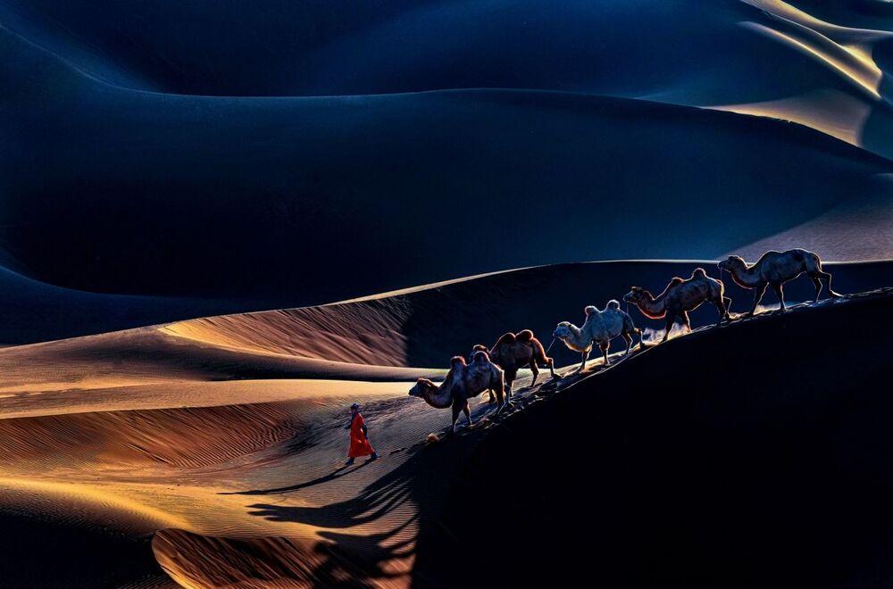 La foto Il ritorno del fotografo cinese Yunhua Yu, che è stata stimata nella categoria  Viaggi e avventure del concorso Siena International Photo Awards 2020.