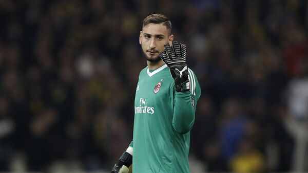 AC Milan goalkeeper Gianluigi Donnarumma gives instructions during the Europa League group D soccer match between AEK Athens and AC Milan at the Olympic stadium, in Athens, Thursday, Nov. 2, 2017 - Sputnik Italia