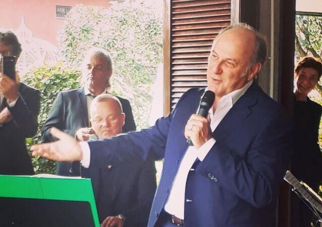 Conduttore televisivo italiano Gerry Scotti
