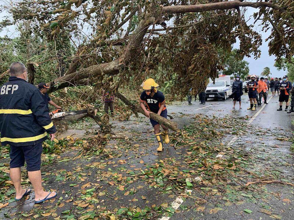 Le conseguenze del tifone Molave nelle Filippine.