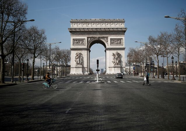 Arco del Trionfo a Parigi (foto d'archivio)