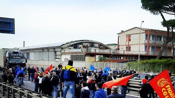 Manifestazione dei lavoratori della Whirlpool a Napoli - Sputnik Italia