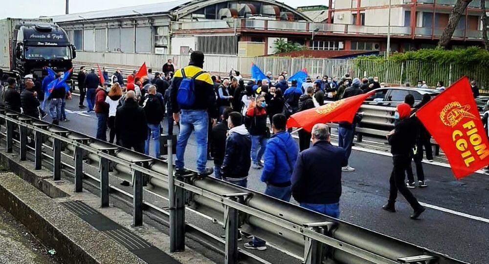 Manifestazione dei lavoratori della Whirlpool a Napoli