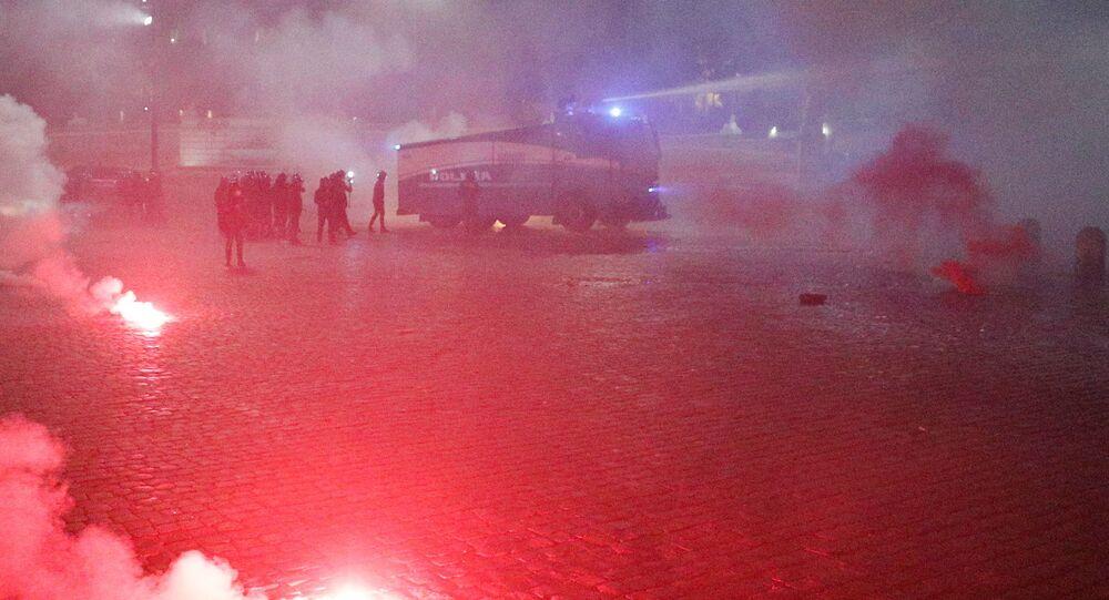 scontri tra polizia e manifestanti a Roma