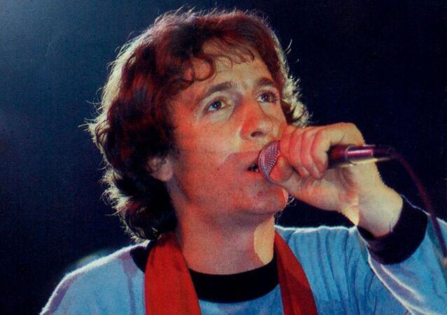 Rino Gaetano cantautore italiano.