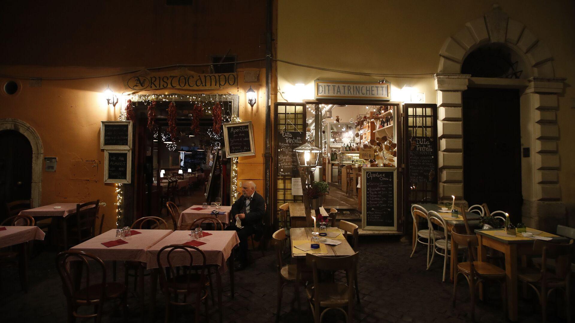 Tavoli all'aperto in un ristorante di Trastevere - Sputnik Italia, 1920, 19.05.2021