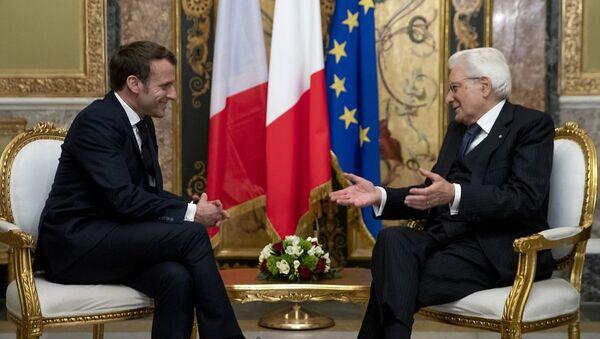 Presidente francese Emmanuel Macron e Presidente italiano Sergio Mattarella in un incontro di febbraio 2020 - Sputnik Italia