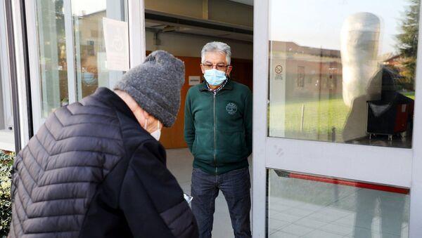 Anziani al centro vaccini antiinfluenzali dell'ASL Torino 3 - Sputnik Italia