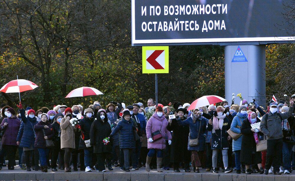 I partecipanti della protesta dei pensionati La marcia della saggezza a Minsk, Bielorussia.