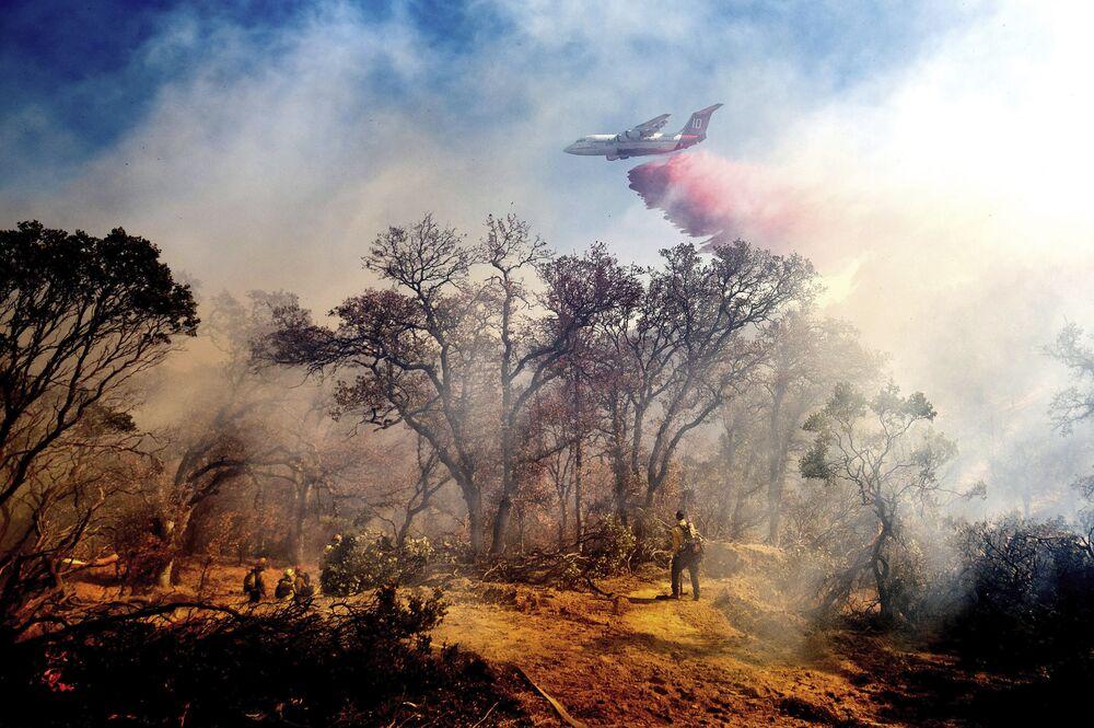 L'estinzione degli incendi in California, USA, 25 ottobre 2020.