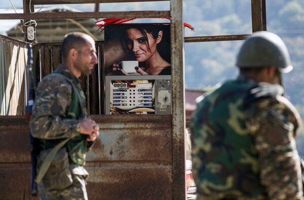 I militari in villaggio di Chanakhchi nella repubblica autoproclamata Nagorno-Karabakh.  - Sputnik Italia