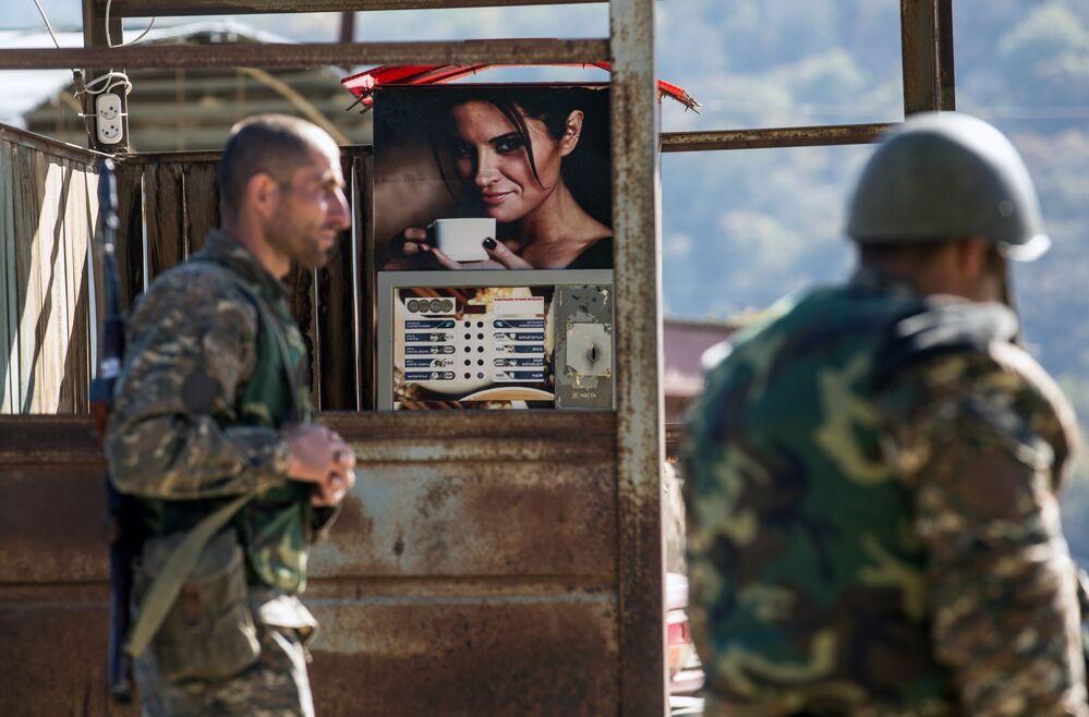 I militari in villaggio di Chanakhchi nella repubblica autoproclamata Nagorno-Karabakh.