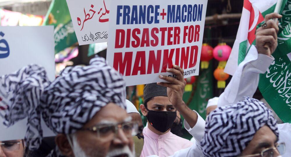 Proteste a Mumbai contro Macron