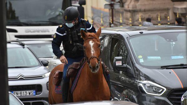Poliziotto a cavallo in Francia - Sputnik Italia