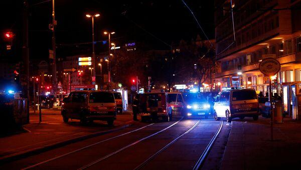 Police blocks a street near Schwedenplatz square after a shooting in Vienna, Austria November 2, 2020. - Sputnik Italia