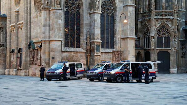 Polizia al luogo dell'attacco a Vienna - Sputnik Italia