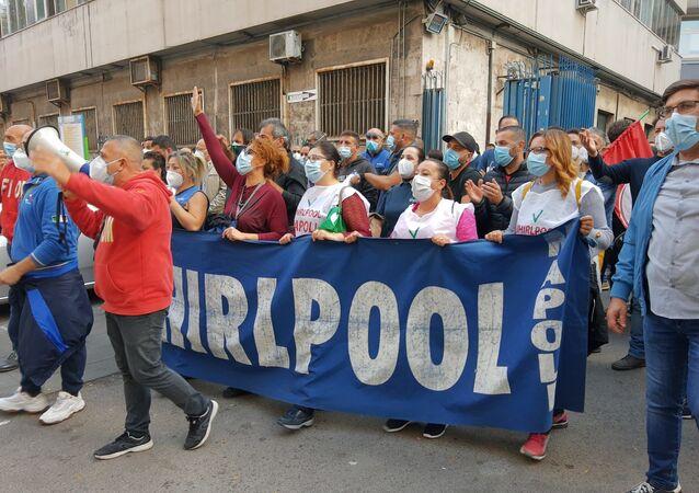 Whirlpool, la battaglia dei lavoratori continua