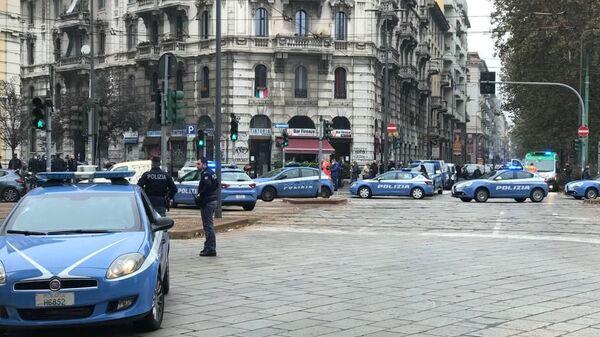 Milano: rapinata filiale banca, sul posto Polizia di Stato - Sputnik Italia