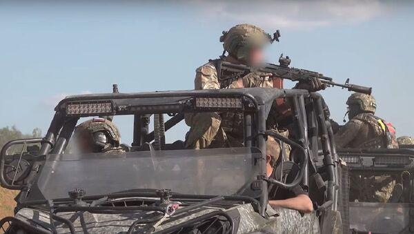 Fuerzas especiales durante un entrenamiento - Sputnik Italia