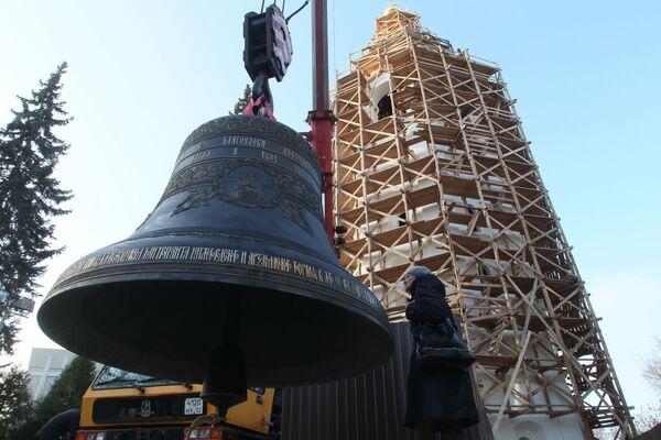 La campana regalata dal Presidente della Federazione Russa Vladimir Putin per il campanile restaurato della Cattedrale della Trasfigurazione nel Cremlino di Nizhny Novgorod alla cerimonia di consacrazione nella Giornata dell'Unità Nazionale.  - Sputnik Italia