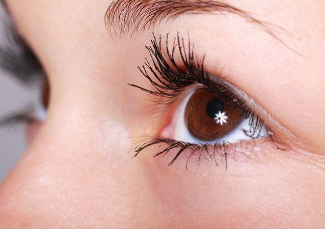 Occhi di una donna (foto d'archivio)