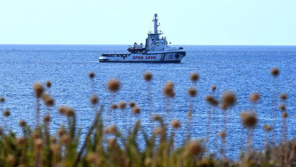 La nave Open Arms si avvicina a Lampedusa - Sputnik Italia