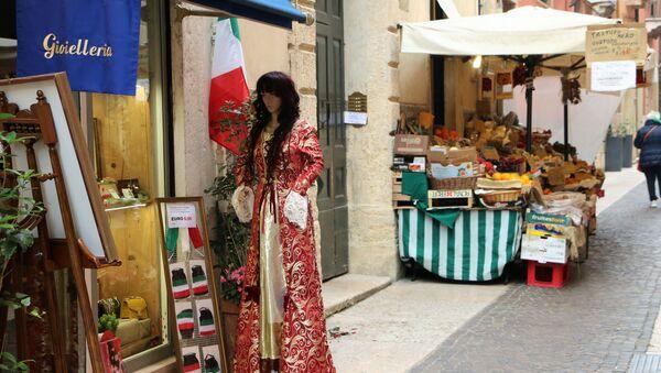 Una strada con negozi - Sputnik Italia