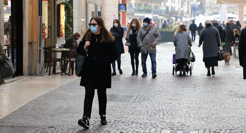 Persone in mascherina