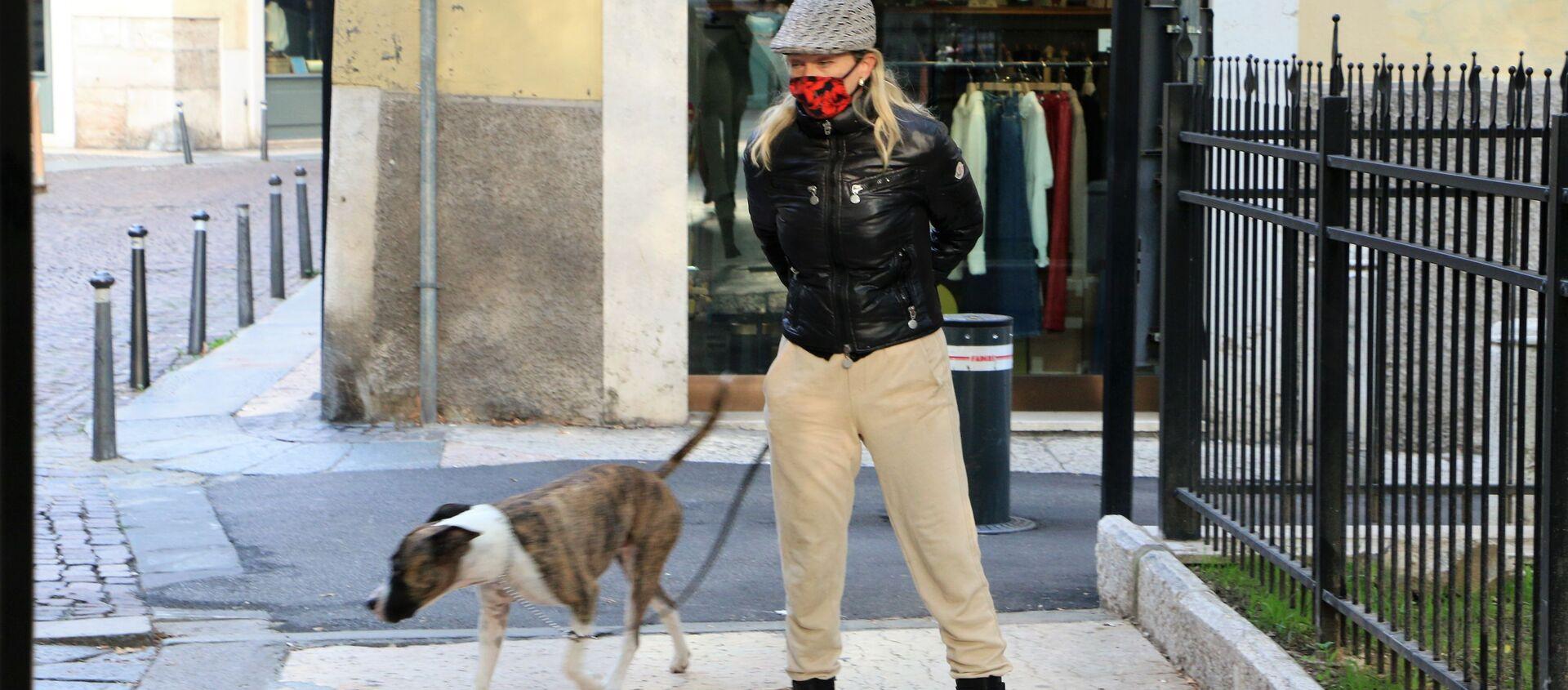 Una donna con cane - Sputnik Italia, 1920, 14.05.2021