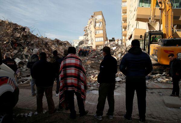 Le operazioni di soccorso dopo un terremoto nella provincia costiera di Izmir, Turchia, il 3 novembre 2020 - Sputnik Italia