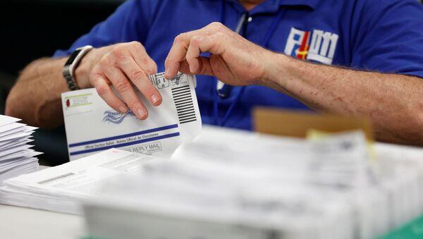 Mail-in ballots are counted in Lehigh County, Pennsylvania, U.S., November 4, 2020 - Sputnik Italia