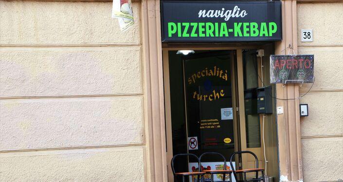 Una pizzeria-kebap aperta solo per l'asporto