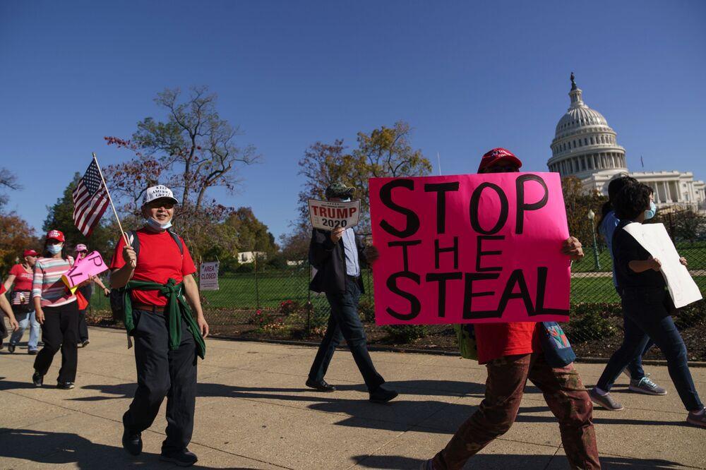 Sostenitori di Donald Trump alla protesta Stop the Steal a Washington, USA