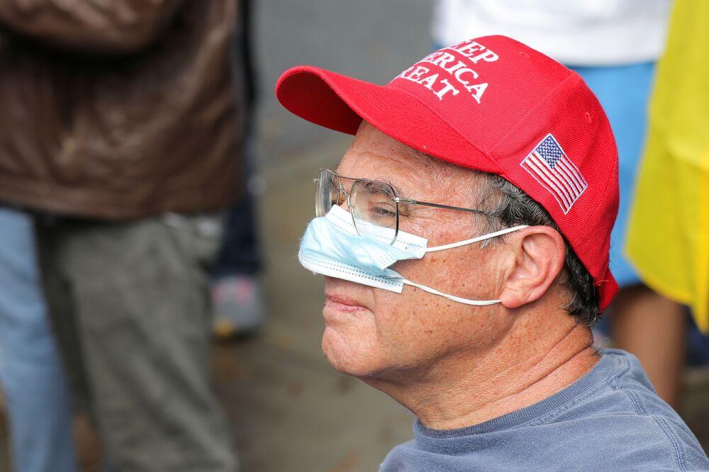 Un sostenitore di Donald Trump partecipa a una protesta Stop the Steal ad Atlanta, USA
