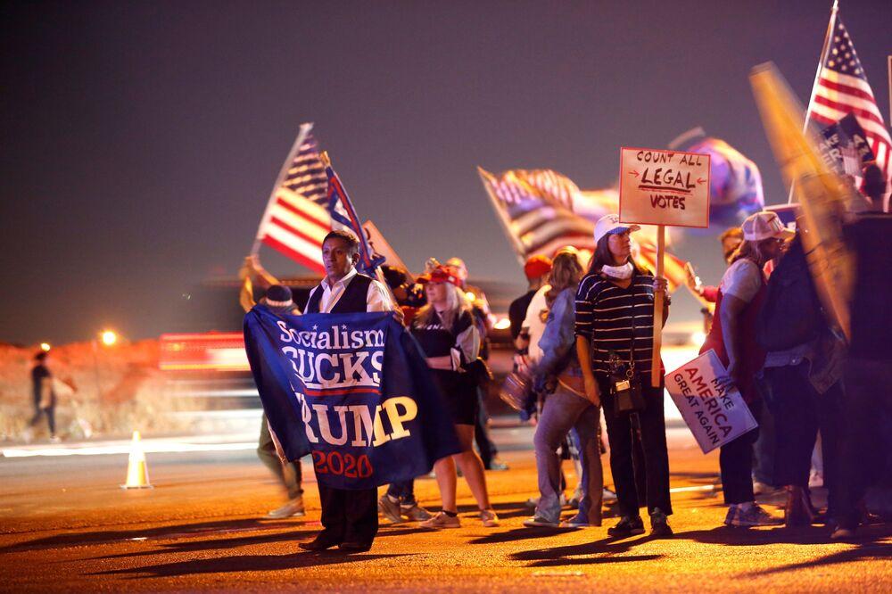 Sostenitori di Donald Trump alla protesta Stop the Steal a Las Vegas, USA