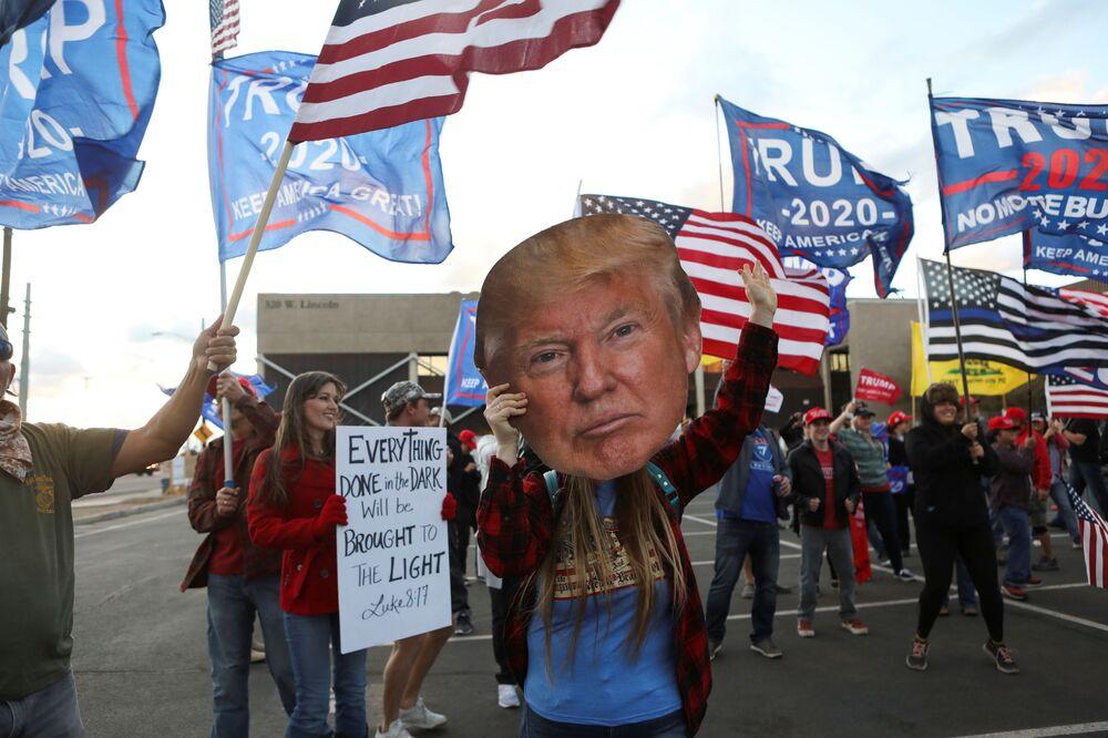 Partecipanti alla protesta Stop the Steal a Phoenix, USA