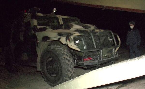 Le forze di pace russe mentre vengono dispiegate nella zona del conflitto in Nagorno-Karabakh - Sputnik Italia