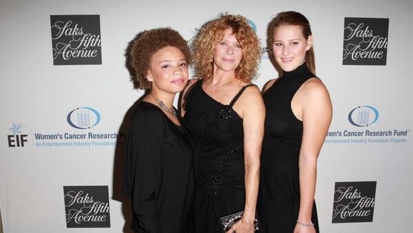 Actress Kate Capshaw, Mikaela George Spielberg e Destry Allyn Spielberg - Sputnik Italia
