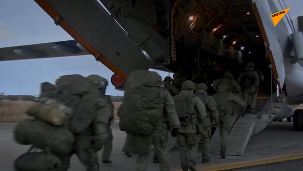 Nagorno-Karabakh: l'arrivo delle forze di mantenimento della pace russe nella zona del conflitto - Sputnik Italia