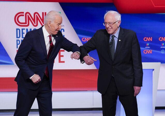 Joe Biden e Bernie Sanders in dibattito televisivo durante primarie dei democratici