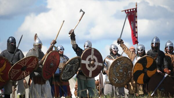 Vikings at The Warrior's Field, an annual festival of history clubs, held in Drakino Park in the Serpukhovsky district. (File) - Sputnik Italia